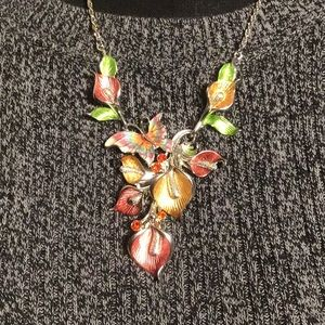 Jewelry - Statement necklace flower butterfly - stunning